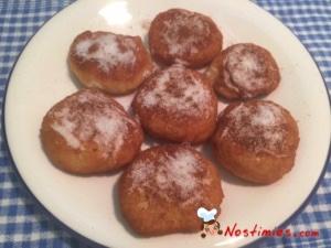 Τα mini donuts μας είναι έτοιμα τραγανά και μαλακά. Απολαύστε τα!! Καλή σας όρεξη. :)